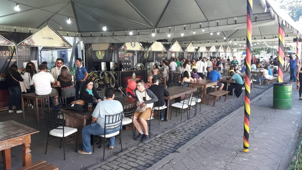 Biergarten na Praça da Águia fará parte da programação da 30ª Bauernfest